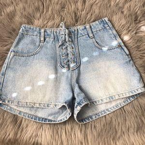 🌻 Vintage lace up jean shorts